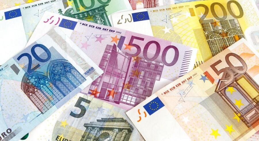Arkivfoto. Der er tilbageløb fra de traditionelt sikre valutaer tirsdag morgen, hvor investorerne fortsætter med at afvikle de positioner, som er bygget op omkring sikre havne som yen, schweizerfranc og guld.