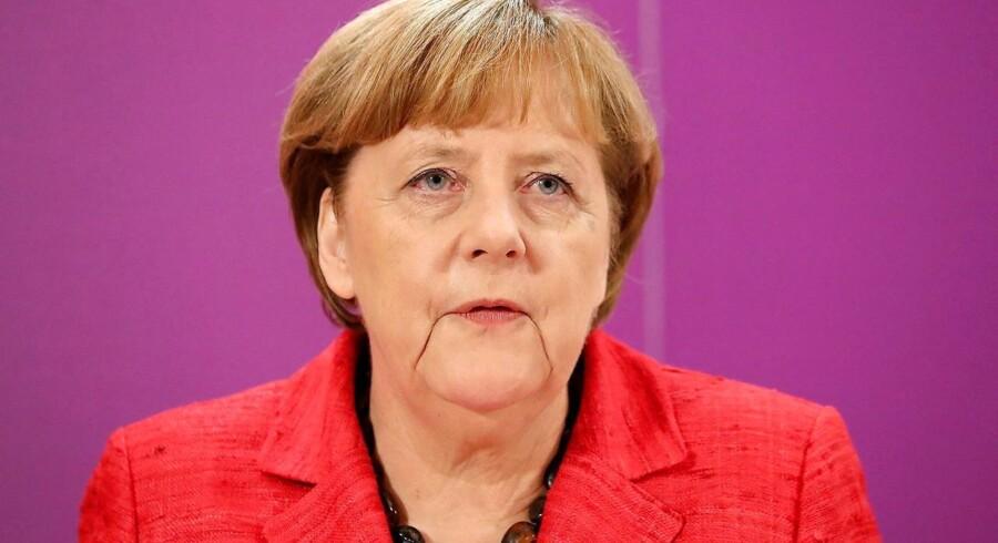 Angela Merkels parti, CDU, halter bagefter i meningsmålingerne.
