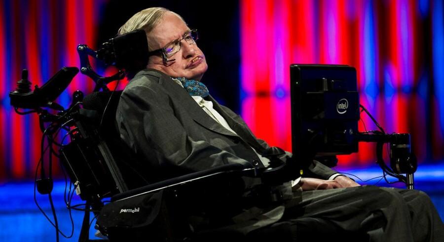 Den verdensberømte videnskabsmand Stephen Hawking er dybt bekymret for jordens fremtid.
