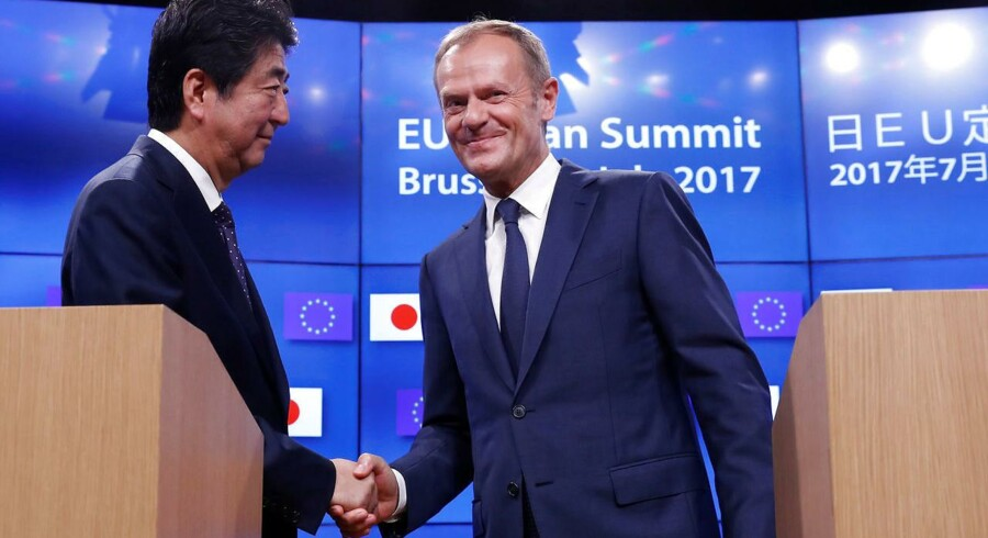 Japans premierminister Shinzo Abe og Europarådets formand Donald Tusk