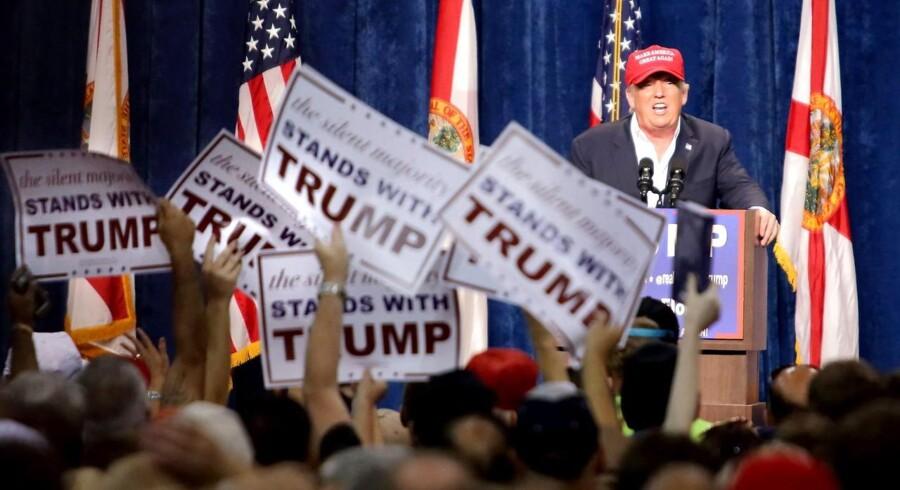 Flere og flere amerikanere, som tilhører en minoritet, beretter på sociale medier om ubehagelige møder med Trump-tilhængere, hvor de er blevet chikaneret.