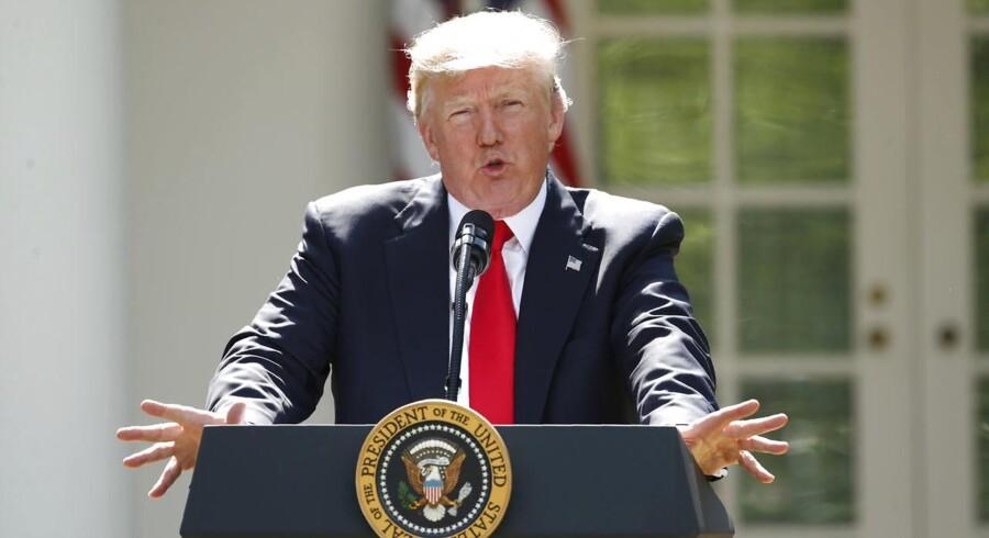 Ud på eftermiddagen dykkede renterne i takt med, at investorerne flygtede mod sikkerhed efter aggressive advarsler om bål og brand fra præsident Donald Trump, hvis styret i Nordkorea truer USA.