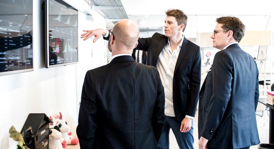 Erhvervsminister Brian Mikkelsen besøger Pleo. Her er det Pleos medstifter og administrerende direktør, Jeppe Rindom, som viser rundt på kontoret på Vesterbro.