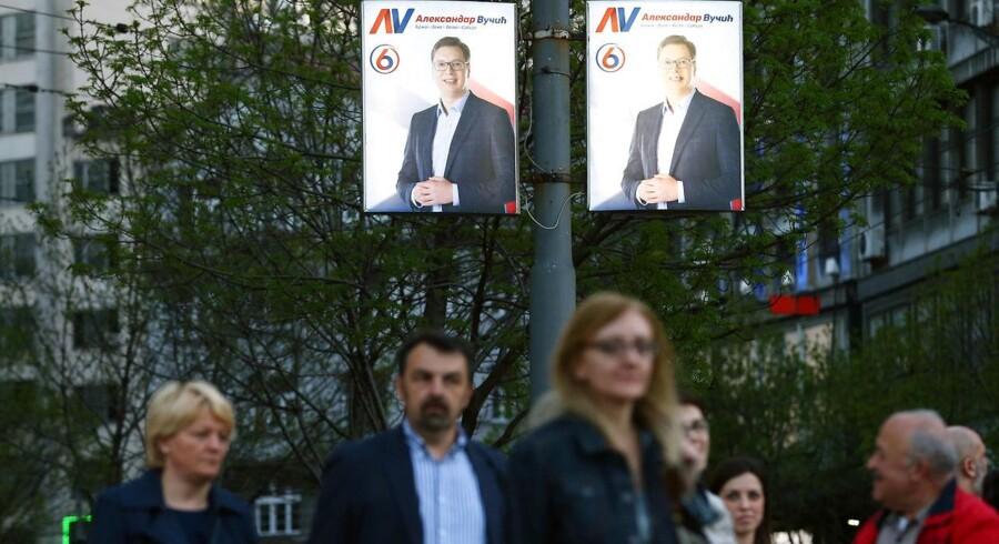 Premierminister Aleksander Vucic er trods en fortid som minister under Milosevic storfavorit til at vinde søndagens præsidentvalg i Serbien.
