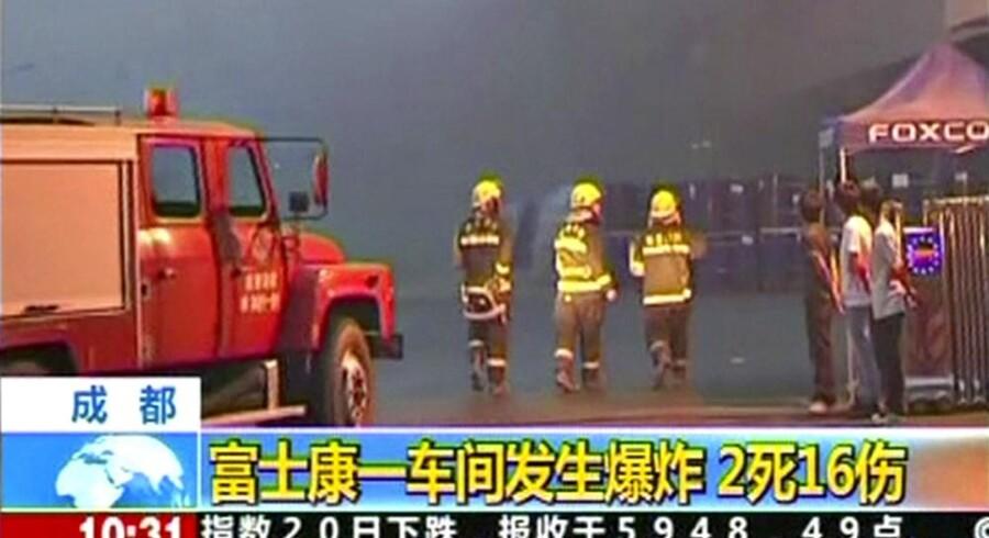 Brandfolk ankommer til Foxconns fabrik i Chengdu 20. maj efter en eksplosion, hvor tre blev dræbt. Foto: Reuters/Scanpix