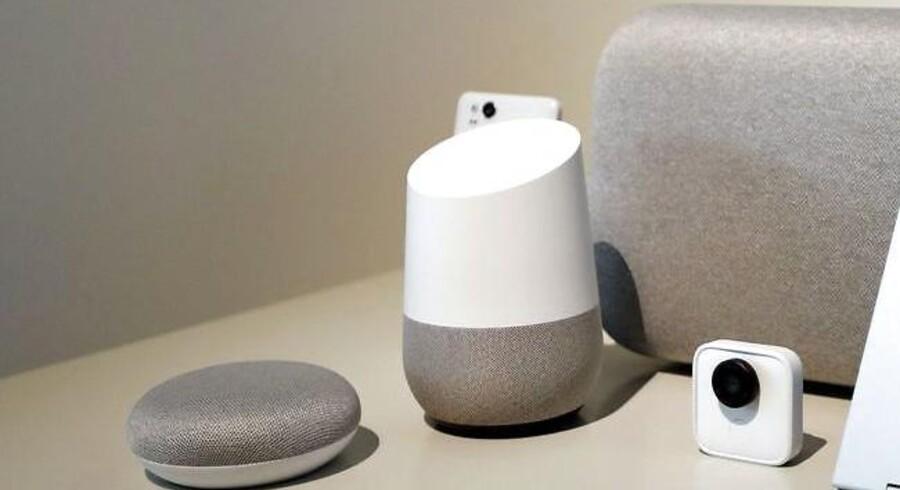 Googles Home-højttalere med indbygget talegenkendelsessoftware - her i flere størrelser og udgaver - havde en rigtigt dårlig dag. Arkivfoto: Monica M. Davey, EPA/Scanpix