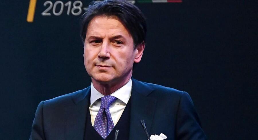 En vild uge for italiensk politik - og for det italienske obligationsmarked - ser ud til at kunne blive afsluttet i fordragelighed og med, at Guiseppe Conte i eftermiddag kan blive taget i ed som ny premierminister for en regering med de to protestpartier Femstjernebevægelsen (M5S) og Ligaen.