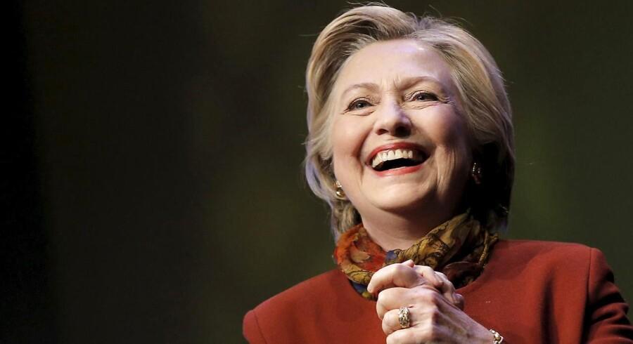 Arkivfoto. Hillary Clinton fører med fire procentpoint. Gør det hende sikker på valg. Nej, dertil er der stadig for meget usikkerhed.