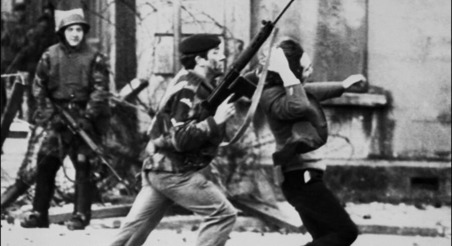 Det var i Londonderry, at urolighederne i Nordirland kaldet The Troubles startede, da et fattigt, katolsk område spærrede deres bydel af. Politiets reaktion endte i den infamøse Bloody Sunday. Thopson/Ritzau Scanpix
