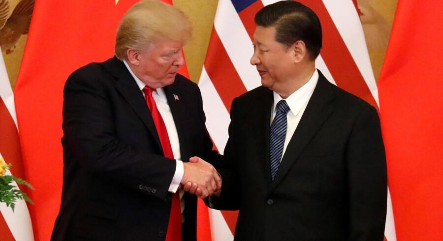Handelspolitik var blandt punkterne på dagsordenen, da USA''s præsident, Donald Trump, og Kinas præsident, Xi Jingping, torsdag holdt møde i Folkets Store Hal i Beijing. Reuters/Jonathan Ernst