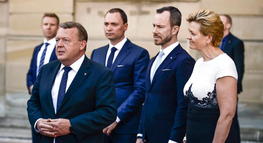 Statsminister Lars Løkke Rasmussen (V) præsenterer de nye ministre på Amalienborg.