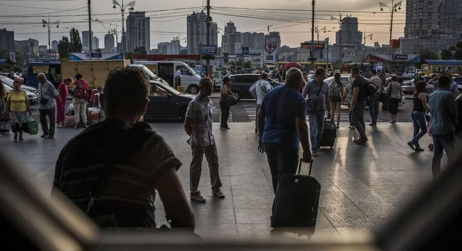 Hovedbanegården i Kiev. Stedet der for få år siden forbandt et samlet Ukraine, men som i dag stopper togene mange kilometer tidligere, når ukrainere rejser mod øst.
