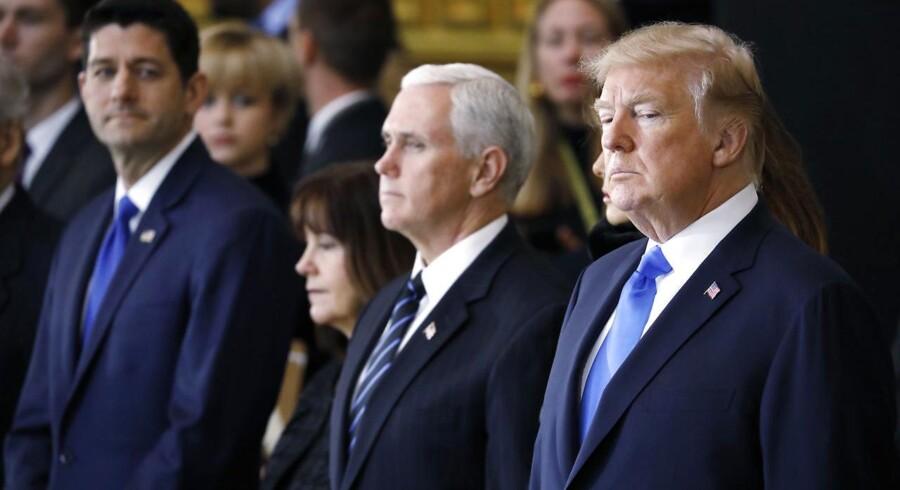 Paul Ryan (længst til venstre) udtrykker dyb bekymring over præsident Donald Trumps plan om at indføre ny told på stål og aluminium.