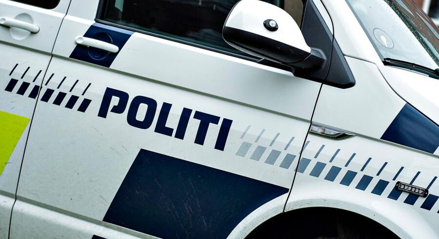 Indsatsleder politibil ses under politiøvelse i Aalborg , onsdag den 6. december 2017. Det er den første af ialt 2 øvelser i december, hvor politiet iklædt taktisk udrustning øver sig i gadebilledet i Aalborg
