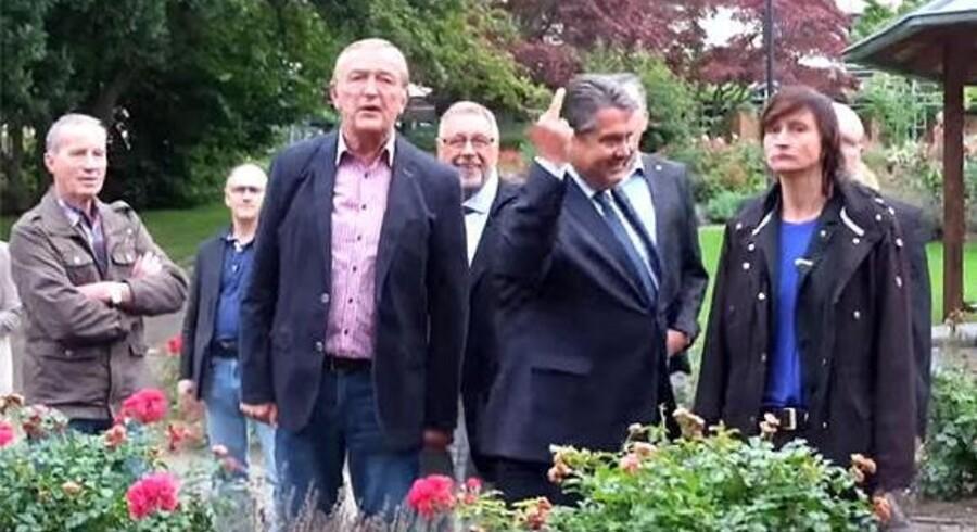 De unge nationaldemokrater fik denne reaktion fra vicekansler Sigmar Gabriel. Foto: Skærmdump