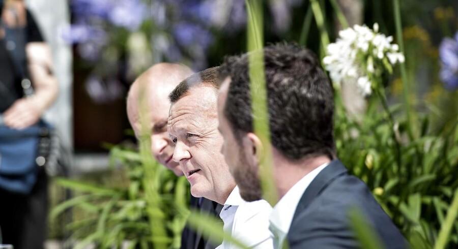 Venstre pudser sin grønne profil af i forbindelse med regeringens energiudspil. Her ses V-formand og statsminister Lars Løkke Rasmussen flankeret af bl.a. politisk ordfører Jakob Ellemann-Jensen i det grønne tilbage på partiets sommergruppemøde i Billund i 2015.