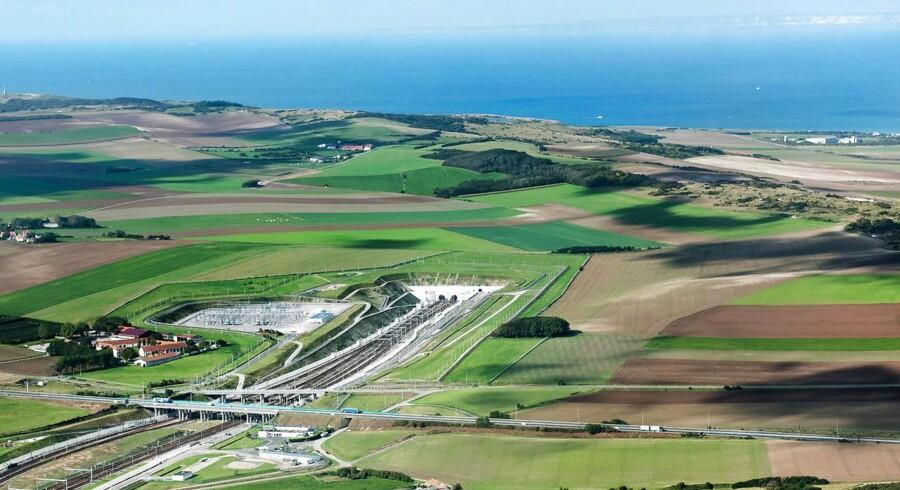 Eurotunnelen er en 50,3 km lang jernbanetunnel under Den Engelske Kanal.