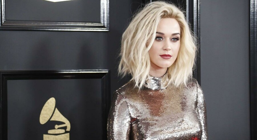 epa05789927 Katy Perry arrives for the 59th annual Grammy Awards ceremony at the Staples Center in Los Angeles, California, USA, 12 February 2017. EPA/PAUL BUCK