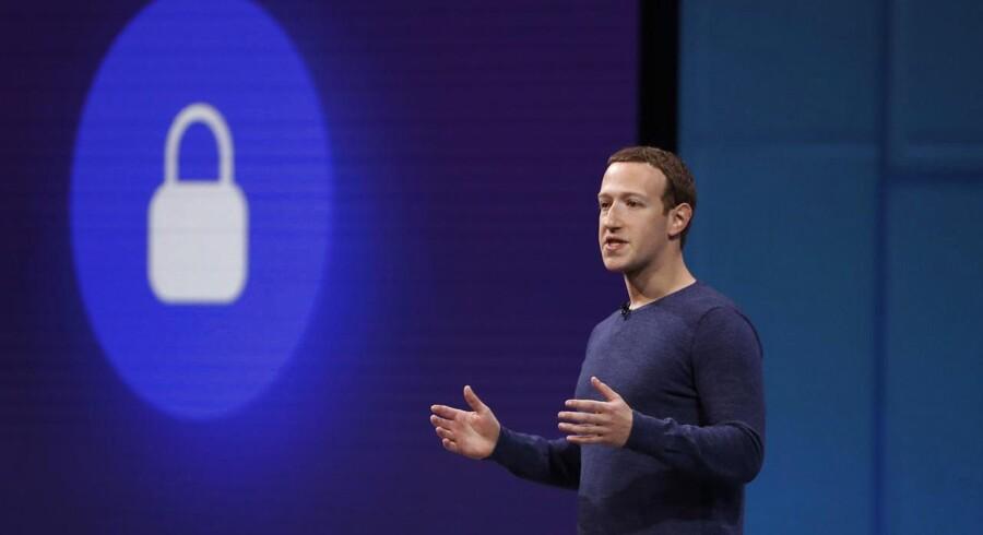Lidt midt i den rullende dataskandale, som Facebook-stifter og -topchef Mark Zuckerberg prøver at få tynget ned, kommer en ny sag, hvor en ansat tilsyneladende har misbrugt sin adgang til folks private oplysninger. Arkivfoto: Stephen Lam, Reuters/Scanpix