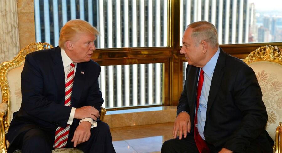USA's nye regering signalerer forud for den israelske premierminister, Benjamin Netanyahus, besøg i Det Hvide Hus onsdag, at amerikanerne ikke vil insistere på en tostatsløsning i konflikten mellem Israel og palæstinenserne.