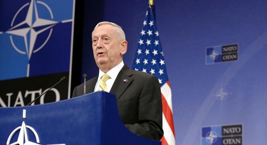 Den amerikanske forsvarsminister James Mattis taler ved afslutningen af Natomødes i Bruxelle.