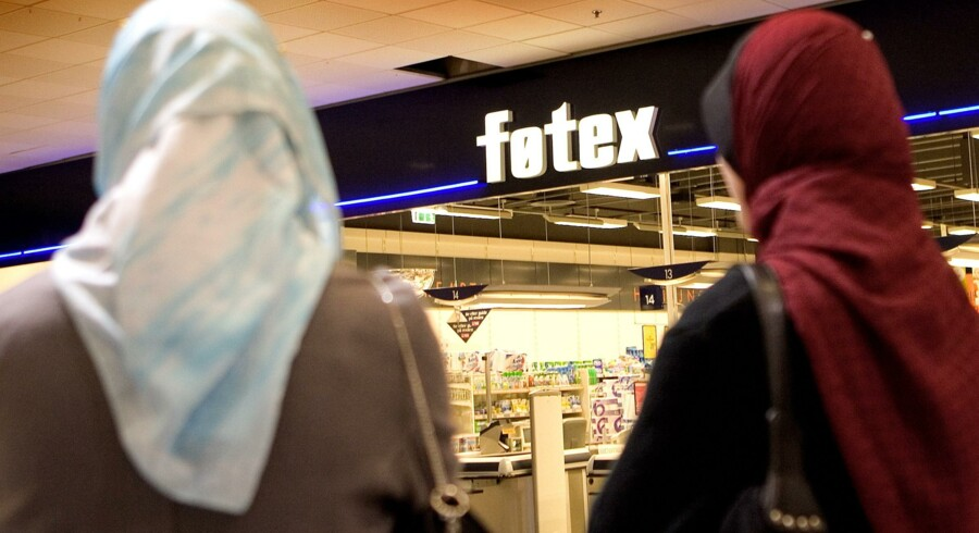 Europæiske virksomheder må gerne forbyde muslimske kvinder at gå med tørklæde og fyre dem, hvis de ikke retter ind. Det fastslog EU-Domstolen tirsdag i en principiel dom. Scanpix/Keld Navntoft