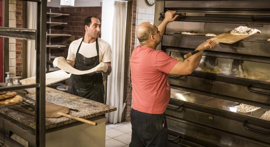 Medarbejderne i bageriet er bekymrede for bandeurolighederne.