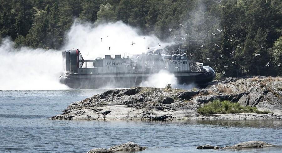 Arkivbillede fra reportage med U.S. Navy. fra juni 2016, hvor en LCAC kommer ind på en svensk strand.