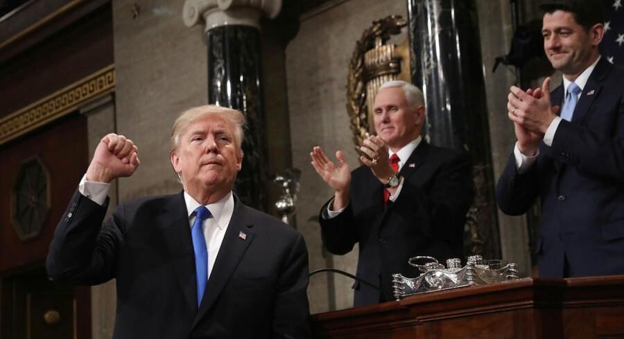 Præsident Trump var i hopla, da han holdt sin første tale om nationens tilstand natten til onsdag dansk tid. REUTERS/Win McNamee/Pool TPX IMAGES OF THE DAY