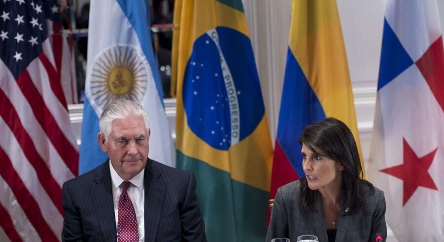 USAs udenrigsminister Rex Tillerson og FN-ambassadør Nikki Haley i FNs generalforsamling under en frokost / AFP PHOTO / Brendan Smialowski