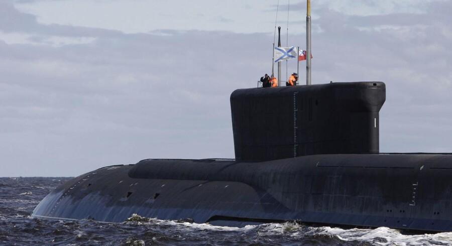 ARKIVFOTO. En russisk atomubåd stævner ud fra Arkhangelsk i det nordlige Rusland.
