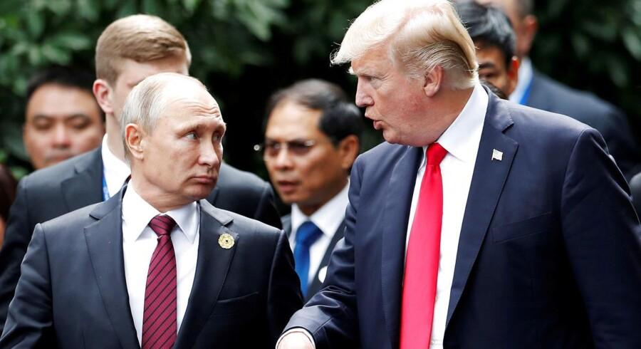 FILE PHOTO: Ruslands præsident, Vlaidimir Putin, og USAs præsident Donald Trump under G-20 møde i Hamburg den 7. juli REUTERS/Carlos Barria//File Photo