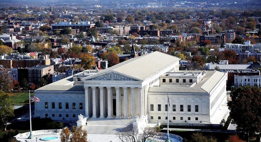 Den amerikanske højesteret afgør, hvornår der bliver krav om en dommerkendelse fra politiet ved sporing af mobiltelefoner. Arkivfoto: Carlos Barria, Reuters/Scanpix