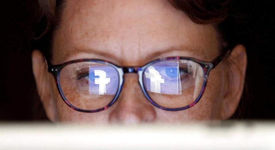 Arkivfoto: Kan en virksomhed kontrollere fortrolige data, hvis de ansatte har fri adgang til bl.a. sociale medier på deres arbejdstelefon?
