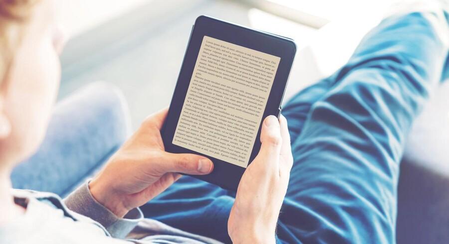 E-bøger, som er nemme at tage med, og hvor man let kan ændre på skrift og skriftstørrelse, kan efterhånden købes i rigtigt mange danske boghandeler på nettet og som fast månedsabonnement hos f.eks. Mofibo, men de udgør fortsat en mindre del af det samlede bogsalg. Arkivfoto: Iris/Scanpix