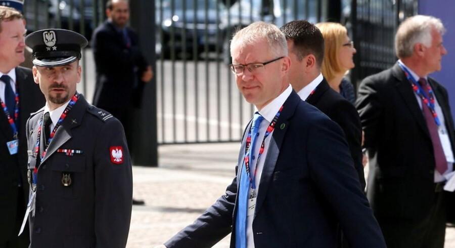 Estlands forsvarsminister Hannes Hanso ankommer til topmædet i Warszawa.