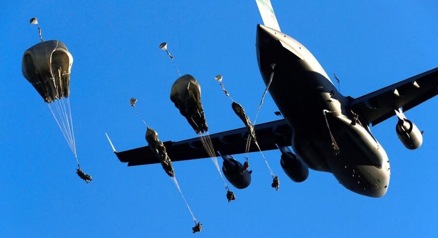 Amerikanske faldskærmstropper under NATO-øvelse i Letland i juni i år.