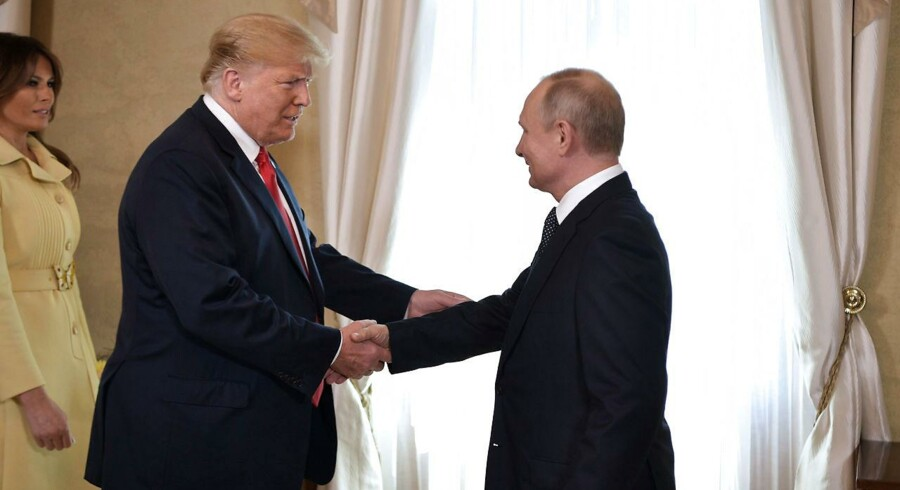 Donald Trump vil med sin reaktion vil med det samme blive anklaget for at tro mere på den russiske præsident end sit eget justitsministerium, sine egne efterretningstjenester og også negligere advarsler fra sin egen direktør for national efterretning.