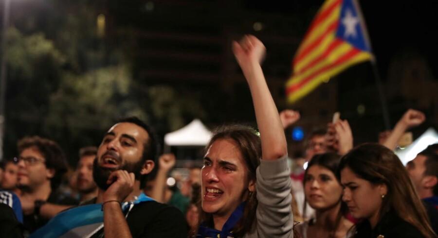 Folkeafstemningen om Cataloniens løsrivelse fra Spanien svækker euroen mandag morgen.