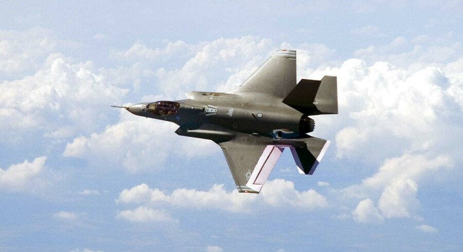 Indkøbet af nye kampfly kan ramme den øvrige del af forsvaret, mener forsvarsministeren.