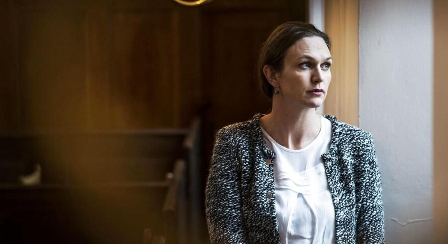 Portræt af Merete Riisager, medlem af Folketinget for Liberal Alliance, samt landets nuværende undervisningsminister. Fotograferet i Holmens kirke, København.