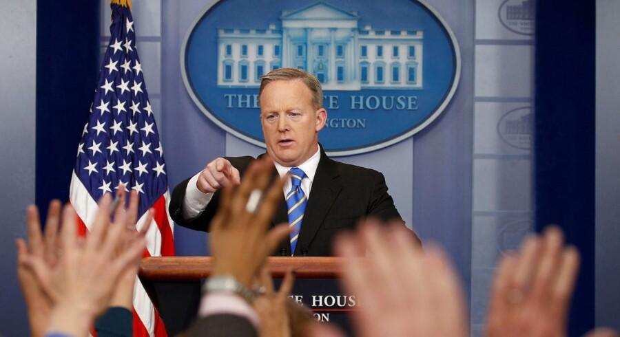 Spicer bekræfter at Trump mener, at der er valgsvindel. REUTERS/Kevin Lamarque