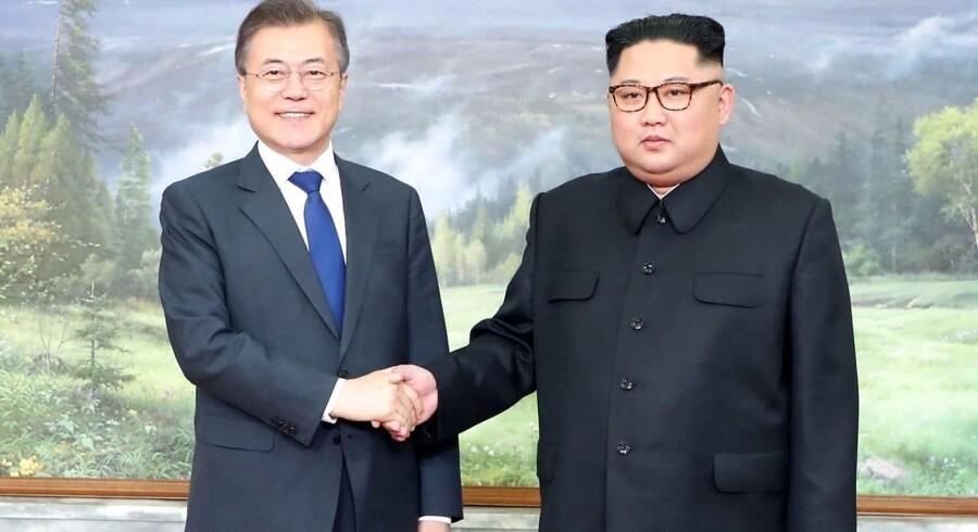 Sydkoreas præsident, Moon Jae-in, mødtes lørdag med Nordkoreas leder, Kim Jong Un, på grænsen mellem de to lande for blandt andet at diskutere topmødet mellem USA og Nordkorea.