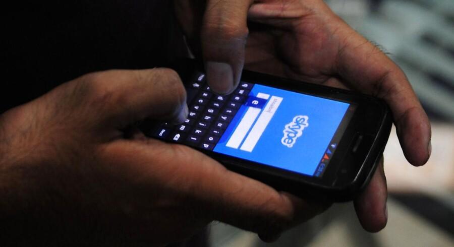 Skype, som gennem mange år har været verdens største leverandør af udlandstelefoni, bliver nu - ligesom andre netbeskedtjenester som Facebooks WhatsApp - snart underlagt samme skrappere regler som teleselskaberne, lægger EU-Kommissionen op til. Arkivfoto: Asif Hassan, AFP/Scanpix