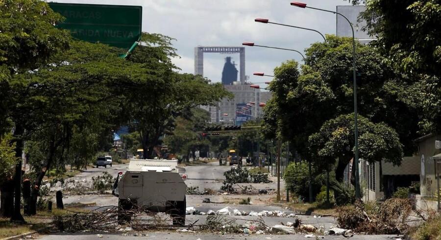 Flere steder har voldsomme sammenstød ført til store ødelæggelser.