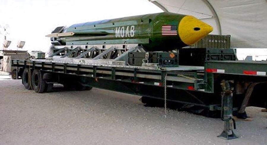 En GBU-43 Massive Ordnance Air Blast ses her på Eglin Air Force Armament Center i Florida, USA.