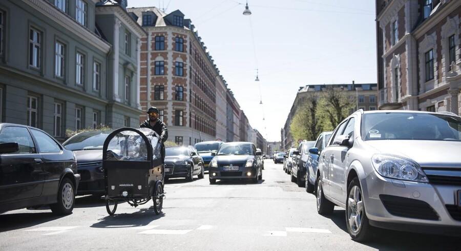 Det vækker ikke begejstring blandt københavnerne, at kommunens teknik- og miljøborgmester, Ninna Hedeager Olsen (EL), foreslår at mangedoble prisen for en beboerlicens, så den fremover skal koste 10.000 kr. årligt.