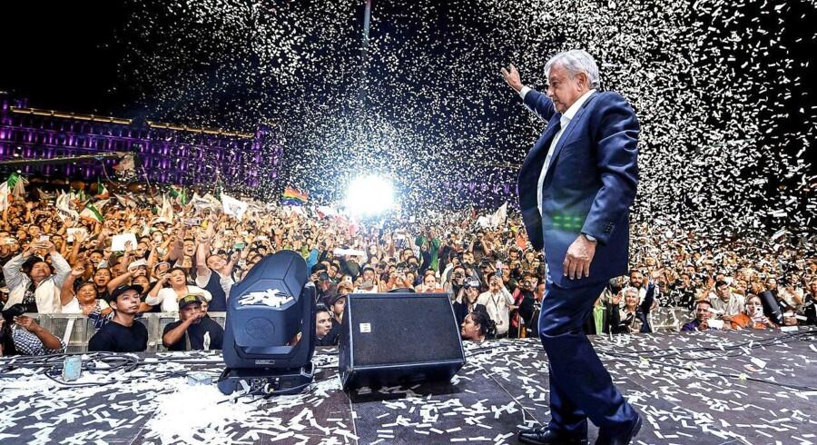 Tidligt mandag morgen kunne López Obrador – eller AMLO, som han bliver kaldt – lade sig hylde som Mexicos første venstreorienterede præsident.