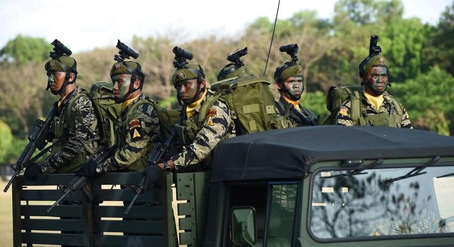 Filipinske soldater ombord på et køretøj. Situationen på turistøen Bohol er meget anspændte; ni personer, deriblandt en politimand, blev i dag dræbt i skudvekslinger med den islamistiske organisation Abu Sayyaf.