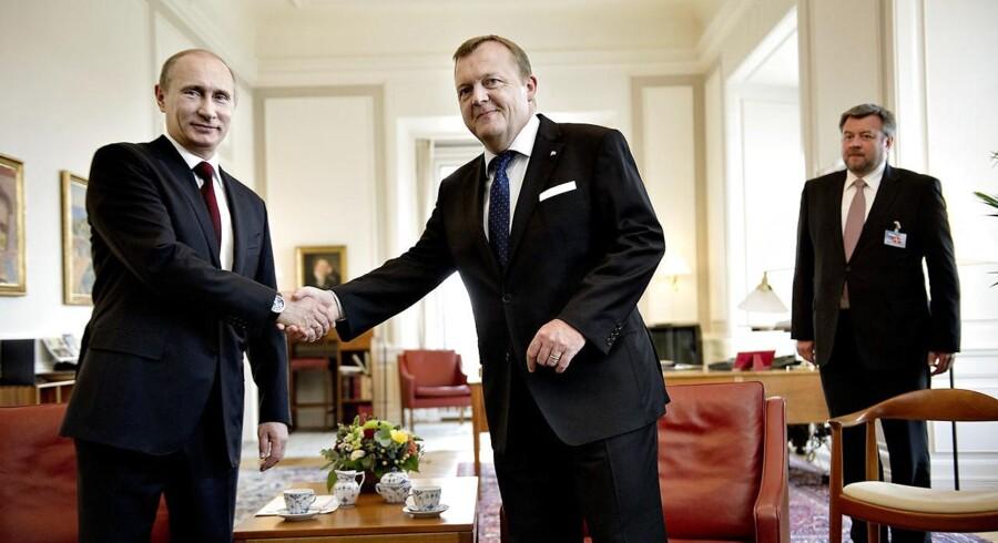 Arkivfoto: Venstre formand Lars Løkke Rasmussen fylder 50 år torsdag d. 15 maj 2014. Den russiske premierminister, Vladimir Putin (tv), er tirsdag den 26. april på besøg i Danmark.